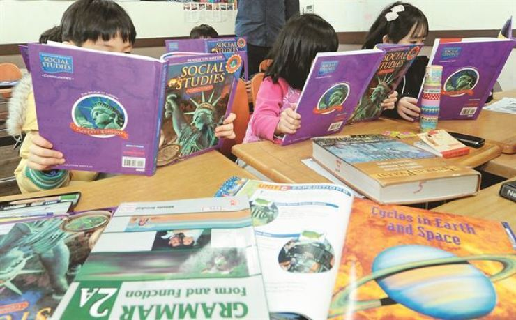 Private institutes offering English language courses for preschoolers using the description 'English kindergarten' may face punishment from the authorities. Korea Times file