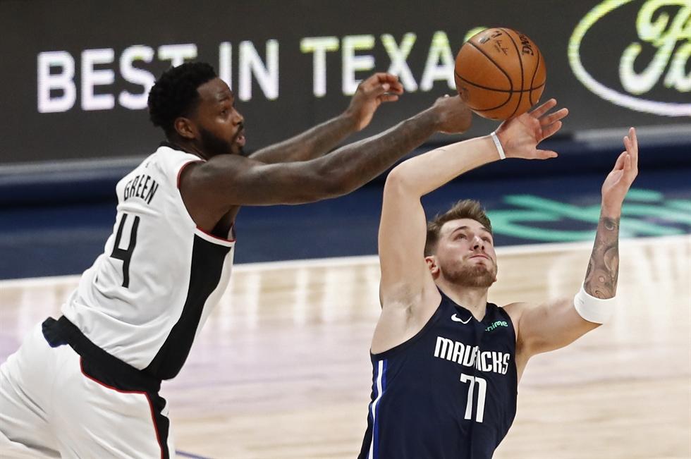 Leonard Scores 36 To Lead Clippers Past Mavericks 110 107