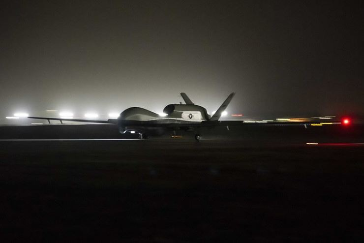 This photo from the U.S. 7th fleet website shows an MQ-4C Triton unmanned aircraft system (UAS) landing at Andersen Air Force Base for deployment as part of an early operational capability, Sunday (local time). Yonhap