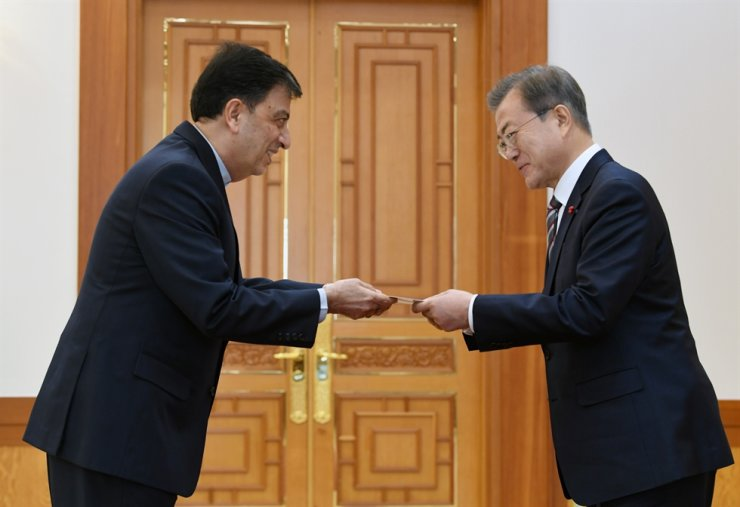 President Moon Jae-in receives a letter of credence from Iranian Ambassador to Seoul Saeed Badamchi Shabestari at Cheong Wa Dae, central Seoul, Dec. 26, 2018. / Joint Press Corps