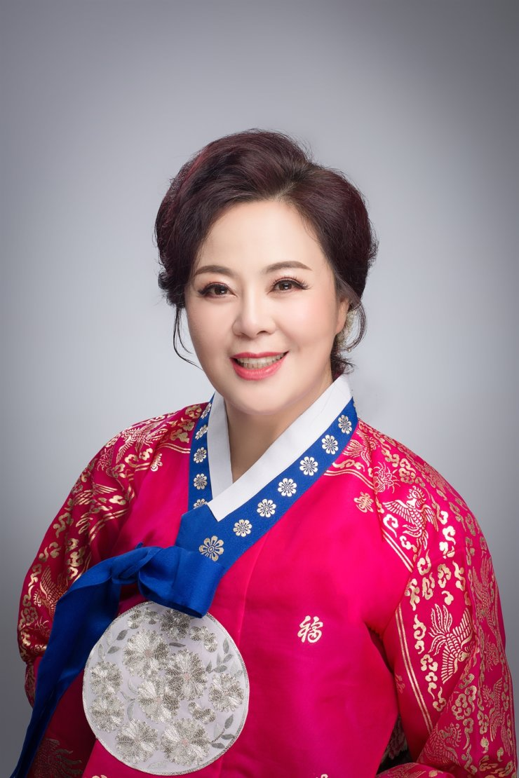 Trot singer Ryu Chun-geum, also known by her Chinese name Liu Chunjin, resumed her career recently. She debuted as a singer in 1992 but has had a two-decade hiatus to take care of her startup business and raise her son. Courtesy of Ryu Chun-geum
