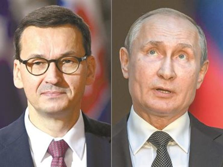 Polish Prime Minister Mateusz Morawiecki, left, accused Russian President Vladimir Putin, right, over lying about outbreak of World War II. / AFP-Yonhap