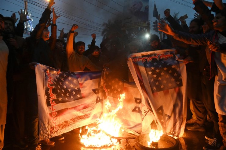 Pakistani Shiite Muslim burn U.S. and Israeli flags in a protest against the killing of top Iranian commander Qasem Soleimani in the US strike in Iraq, in Lahore, Jan. 7, 2020. AFP
