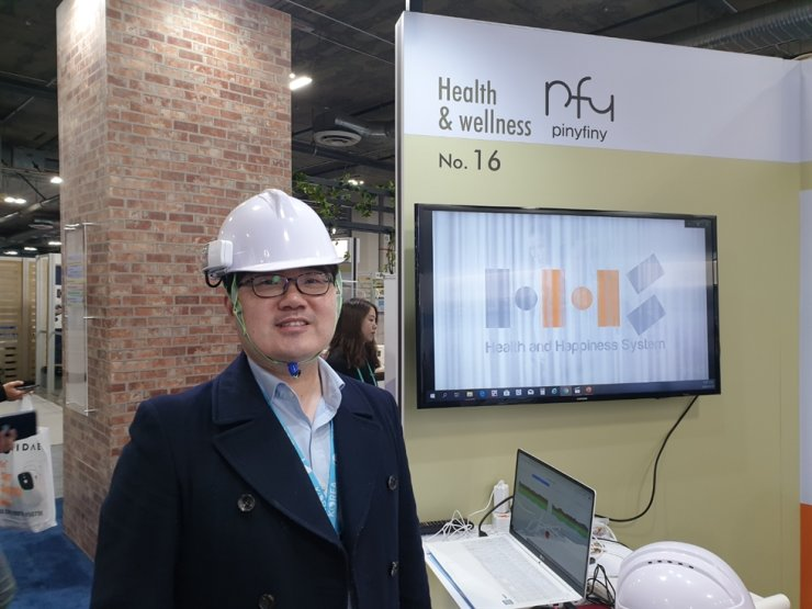 Han Hyung-seob, CEO of HHS, poses wearing the company's AI technology-based safety helmet during the Consumer Electronics Show in Las Vegas, Jan. 9. / Korea Times photo by Baek Byung-yeul