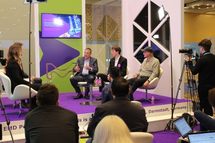 Kai Beckmann, third from right, CEO Performance Materials at Merck, speaks during a stage talk event at the Consumer Electronics Show in Las Vegas, Thursday (KST). / Courtesy of Merck Korea