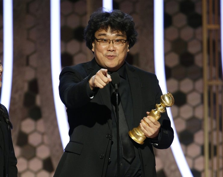 South Korean director Bong Joon-ho gives an acceptance speech after winning the award for best foreign language film for 'Parasite' at the 77th Annual Golden Globe Awards at the Beverly Hilton Hotel in Beverly Hills, California. (local time). / AP-Yonhap