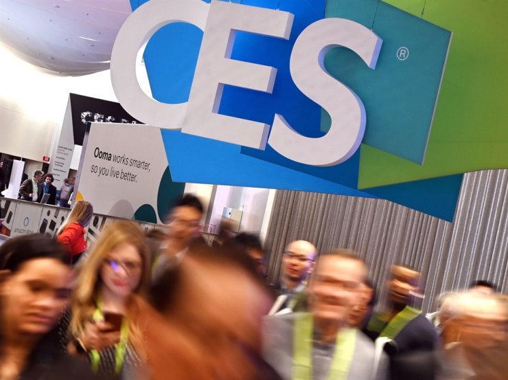 Attendees walk through the hall at the Sands Expo Convention Center during CES 2019 consumer electronics show in Las Vegas, Nevada, in this January 10, 2019 file photo. /AFP