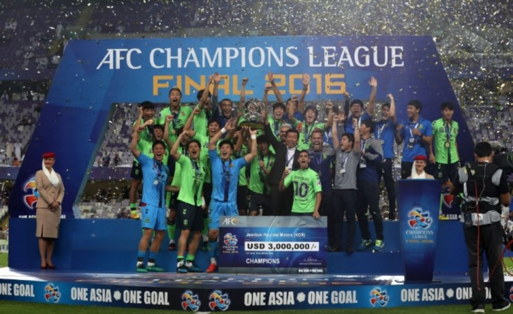 Jeonbuk Hyundai Motors players celebrate after winning the AFC Champions League Final match against Al Ain at the Hazza Bin Zayed Stadium in the United Arab Emirates, Nov. 27, 2016. / Courtesy of K League