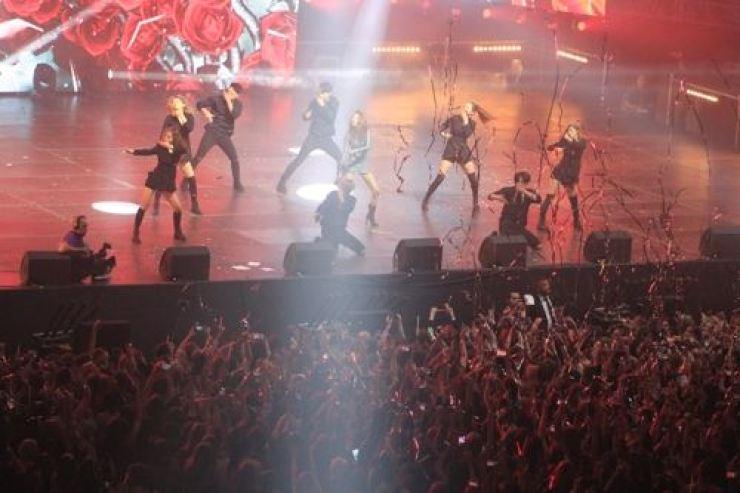 K-pop singers perform in Moscow on June 8, 2018. Yonhap