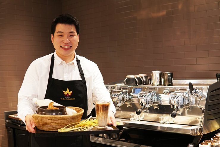 Starbucks Korea's 2020 ambassador Yoon Byung-kwon introduces his takju latte at a coffee shop in Seoul, on Feb. 12. / Courtesy of Starbucks Korea