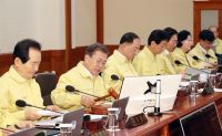 Moon calls for all-out efforts to minimize economic fallout from coronavirus outbreak