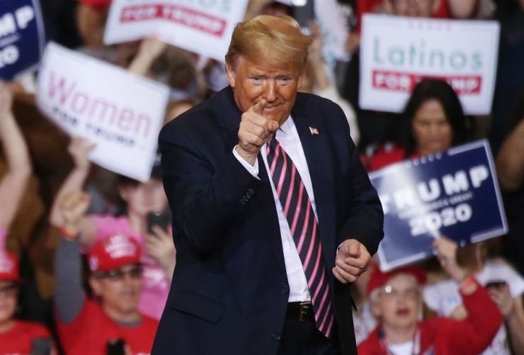 President Donald Trump gestures at a campaign rally at Las Vegas Convention Center on Feb. 21, 2020 in Las Vegas, Nevada. AFP-Yonhap