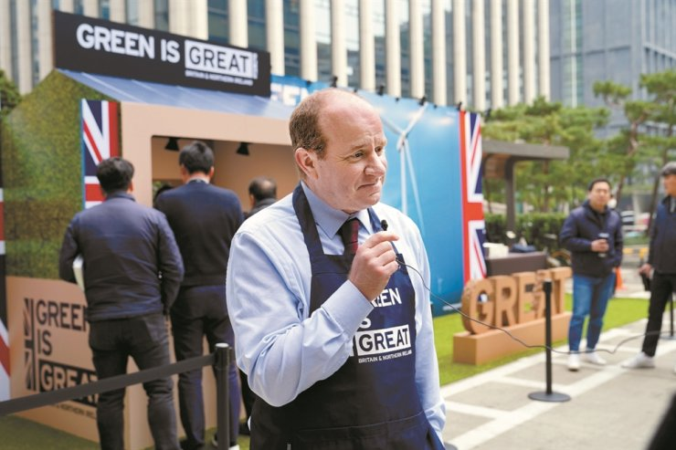 Country Director Mike Welch at the British Embassy in Seoul's Department for International Trade speaks during the 'Coffee for zero plastic' event jointly organized by the embassy and Dohwa Engineering in Gangnam-gu, southern Seoul, Feb. 21. / British Embassy