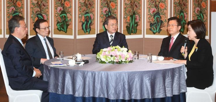 President Moon Jae-in visits the National Assembly on Feb. 28. Yonhap