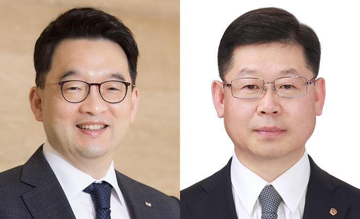 OCI Vice Chairman and CEO Lee Woo-hyun, left, and Hanwha Solution Chemical Division CEO Lee Koo-yung.