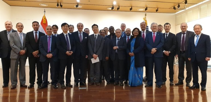 Lebanese Ambassador to Korea Antoine Azzam, eighth right in the front row, Korea Foundation (KF) Executive Vice-President Kim Seong-in, seventh from right in the front row, and other dignitaries pose during the opening ceremony of 'Visual Synonyms' exhibition at the KF Gallery in Seoul, Feb. 12. / Korea Times photo by Yi Whan-woo