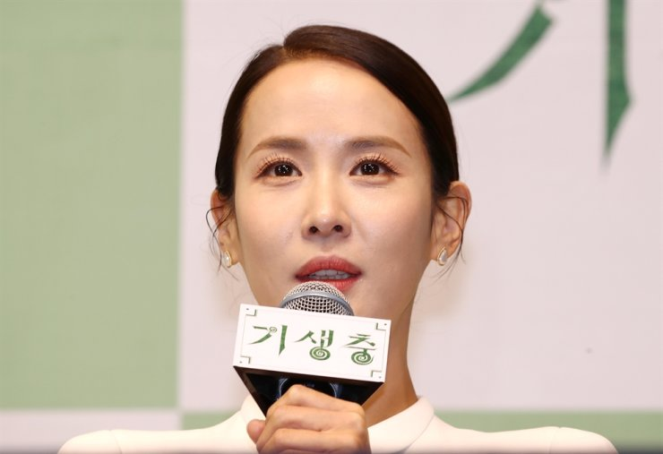 Actress Jo Yeo-jeong said she was overwhelmed when Parasite won four Oscars, noting she was so proud of being part of the movie. / Yonhap