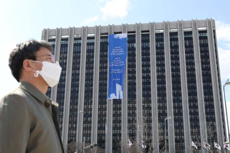 The coronavirus outbreak is having a big impact on the work environment, according to a recent CICI survey. Yonhap