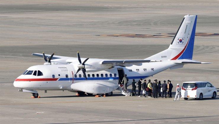 South Korean presidential airplane arrives at Haneda airport in Tokyo Tuesday, Feb. 18, 2020, to evacuate some passengers on a quarantined cruise ship docked in Yokohama, near Tokyo. AP