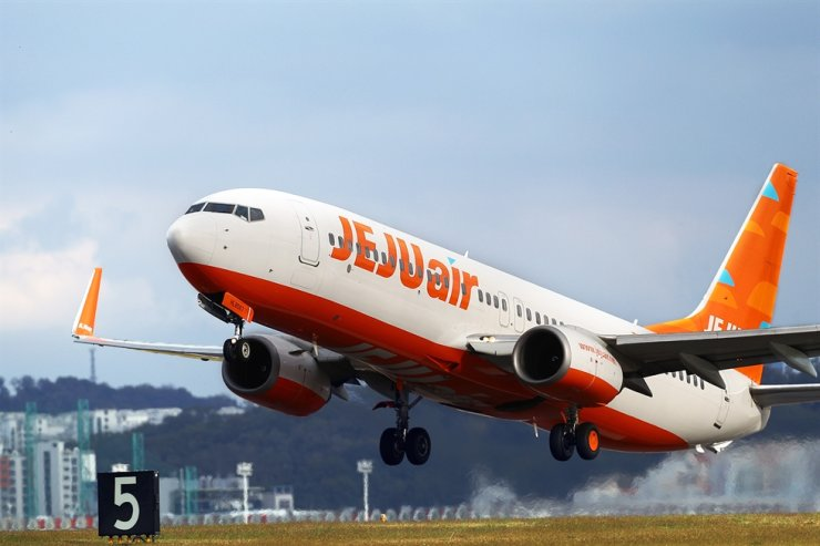 Jeju Air shifted to a net loss in 2019. Korea Times file