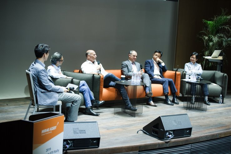 Horizons ETFs CEO Steve Hawkins, third from left, speaks during a Mirae Asset Global ETF Rally held in Seoul, June 7. / Courtesy of Mirae Asset Global Investments