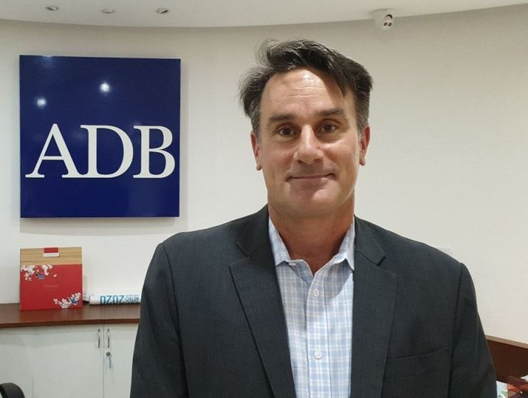 Steven Schipani, unit head of Project Administration at the Asian Development Bank's (ADB) Viet Nam Resident Mission, poses after a recent briefing about the mission's projects in Hanoi. / Korea Times photo by Yi Whan-woo