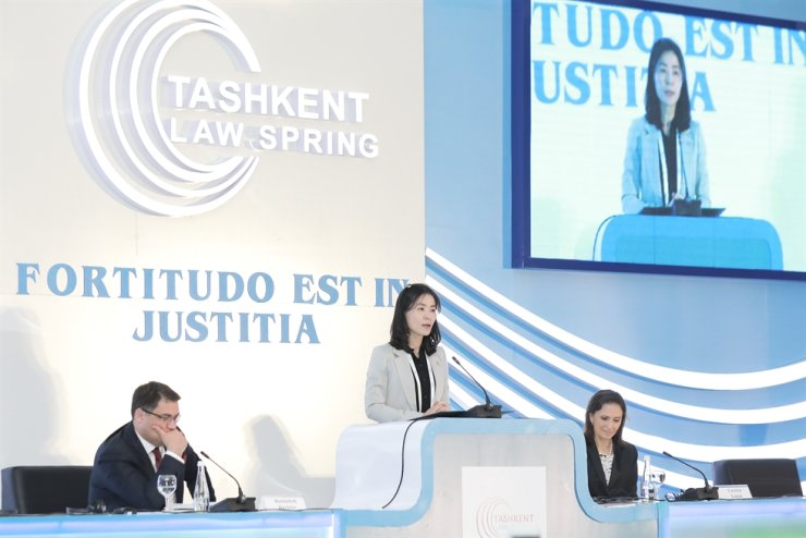 Kim Oe-sook, then-minister of government legislation, delivers a congratulatory speech during the 1st International Law Forum in April 2019 in Tashkent, Uzbekistan. The Central Asian country will host the forum again from April 23 to 25, also in Tashkent. / Embassy of Uzbekistan
