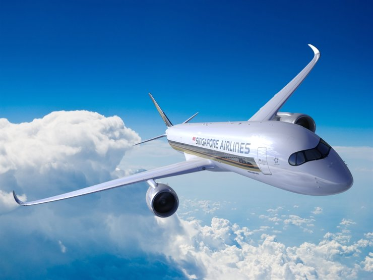 Singapore Airlines has reduced the number of flights to Korea following the outbreak of the new coronavirus. / Korea Times file