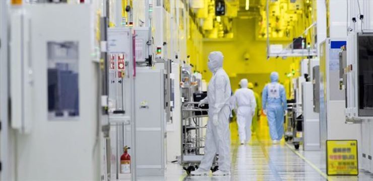 An inside look at Samsung Electronics' semiconductor facility in Hwaseong, Gyeonggi Province, is seen in this file photo, Sunday. Korea Times file