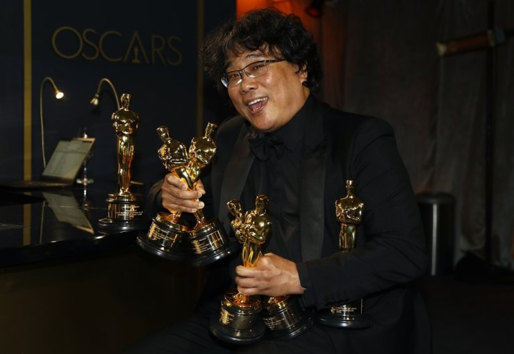 Director Bong Joon-ho with the Oscars for 'Parasite' at the Governors Ball after the 92nd Academy Awards in Los Angeles on Monday (KST). Ironically, Bong came up with a story idea, which eventually turned into the movie, when he was blacklisted during previous administrations for his liberal political views. Reuters