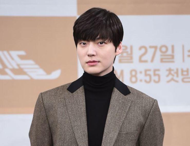 Korean actor Ahn Jae-hyun's Instagram post is worrying fans. Korea Times file