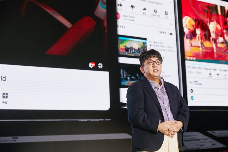 Bang Si-hyuk, CEO of Big Hit Entertainment, BTS's management agency, speaks during a briefing at Dongdaemun Design Plaza, Seoul, Wednesday. Courtesy of Big Hit Entertainment