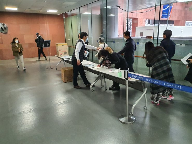 Employees screening for possible symptoms of fever related to new coronavirus at Severance Hospital in Seoul. Korea Times photo by Jon Dunbar