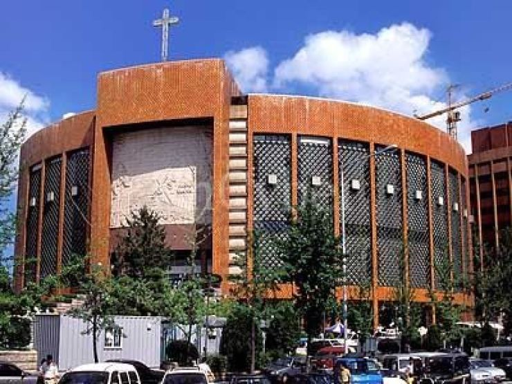 Yoido Full Gospel Church is one of many mega churches that wants to keep its Sunday worship./ Korea Times file