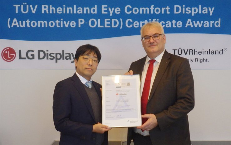 Lee Bu-yeol, left, vice president of the R&D strategy division at LG Display, poses with Holger Kunz, executive vice president of products at TUV Rheinland, after winning 'Eye Comfort Display' certification, in this photo provided by the former, Monday. / Courtesy of LG Display