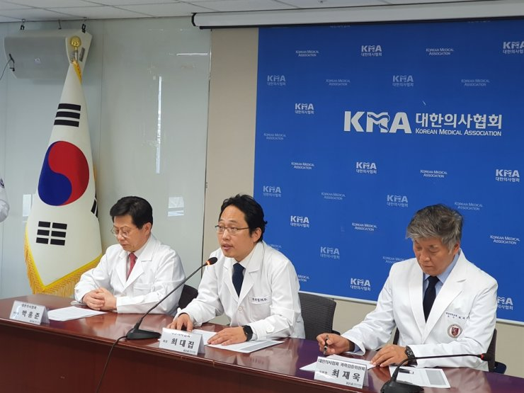 Choi Dae-zip, center, president of Korean Medical Association reads a statement in response to the government's recent measure on coronavirus epidemic at the association's headquarters in Seoul, Monday. / Courtesy of Korean Medical Association