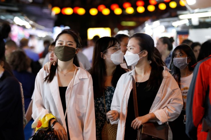 Tourists wearing face masks are seen at the night market in Nha Trang city, Khanh Hoa province, Vietnam, Feb. 23, 2020. /Reuters