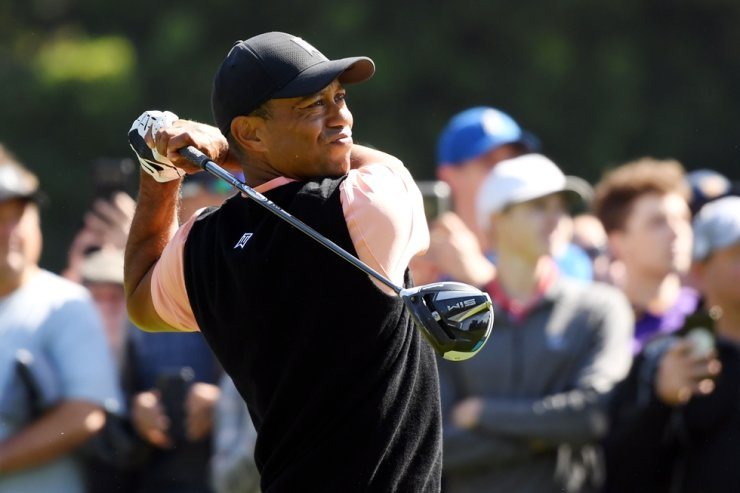 Tiger Woods of the United States plays his shot from the second tee during the first round of the Genesis Invitational on Thursday in Pacific Palisades, California. / AFP-Yonhap