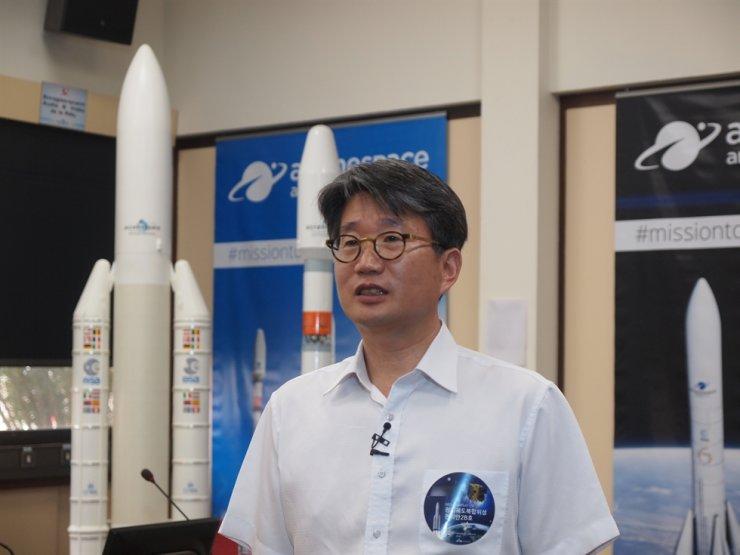 Choi Jae-dong, director of satellite program at Korea Aerospace Research Institute (KARI), speaks with a joint press corps at the Guiana Space Centre in French Guiana, Monday (local time), a day ahead of launching the world's first geostationary environmental monitoring satellite. / Joint Press Corps