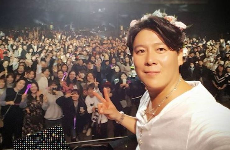 Singer Lee Jae-hoon said he married in 2009 and has two kids. Capture from Instagram (@ruikki_lee)