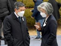 Virus paints South Korea into diplomatic corner