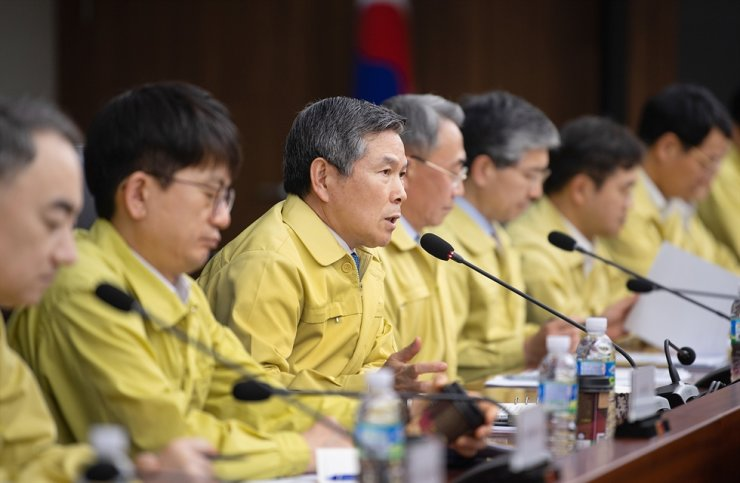 Defense Minister Jeong Kyeong-doo presides over a meeting with senior military leaders at the Ministry of National Defense complex in Yongsan-gu, Seoul, March 9. Jeong said the military should take active and pre-emptive measures in the nationwide efforts to contain the COVID-19 outbreak, as the country faces a military threat from North Korea's missile provocations and a nonmilitary threat from the virus at the same time. Courtesy of Ministry of National Defense