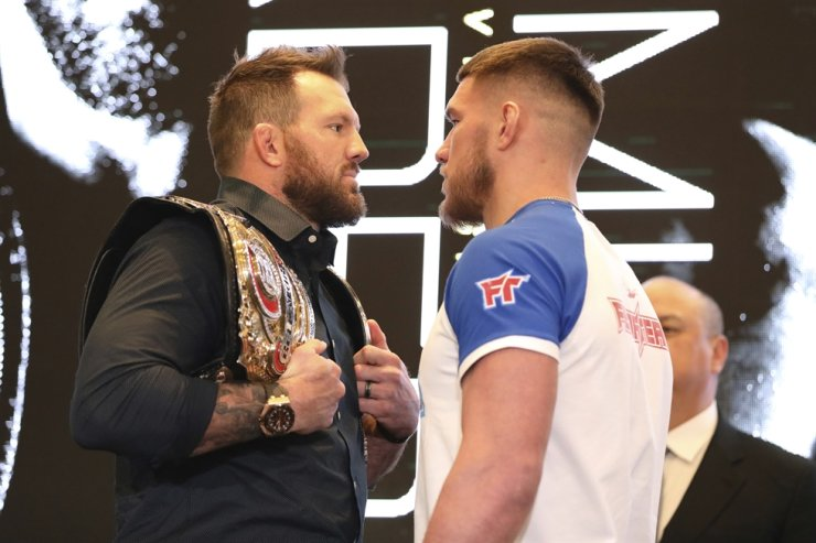 Ryan Bader, left, squares off with Vadim Nemkov at a news conference promoting the Bellator Spring & Summer fight cards in New York City, March 9. Bellator is still hopeful of running its next mixed martial arts card on May 9. That event could be in jeopardy after President Donald Trump extended federal guidelines recommending people stay home for another 30 days until the end of April to prevent the spread of the new coronavirus. / AP-Yonhap