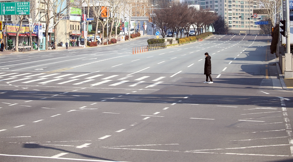 A near-empty section of Paseo de la Castellana, one of Madrid's main avenues. Millions of people are holing up at home because of COVID-19. AP-Yonhap