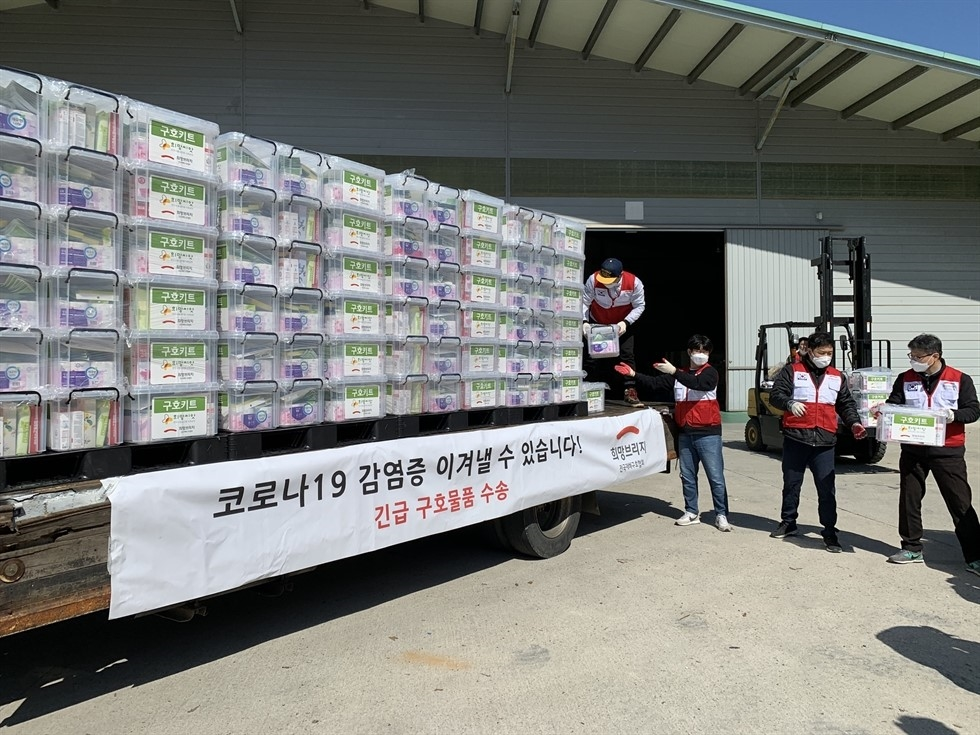 As COVID-19 cases spike in the country, people have been generous in their donations to charities to aid virus victims. Yonhap