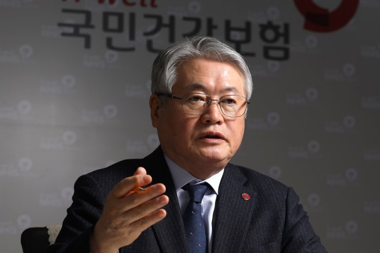 Kim Yong-ik, president of National Health Insurance Service (NHIS), speaks during an interview with the Korea Times at the NHIS office in Yeouido, Seoul, Feb.20. /Korea Times photo by Choi Won-suk