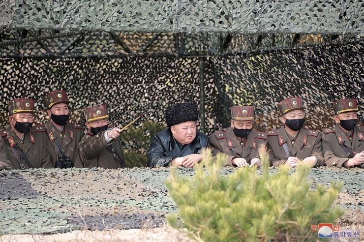 North Korean leader Kim Jong-un, center, watches an artillery fire competition in an eastern region of the country, Thursday, according to the Korean Central News Agency report, Friday. It is speculated he has been out of Pyongyang to avoid possible infection of COVID-19. / Yonhap
