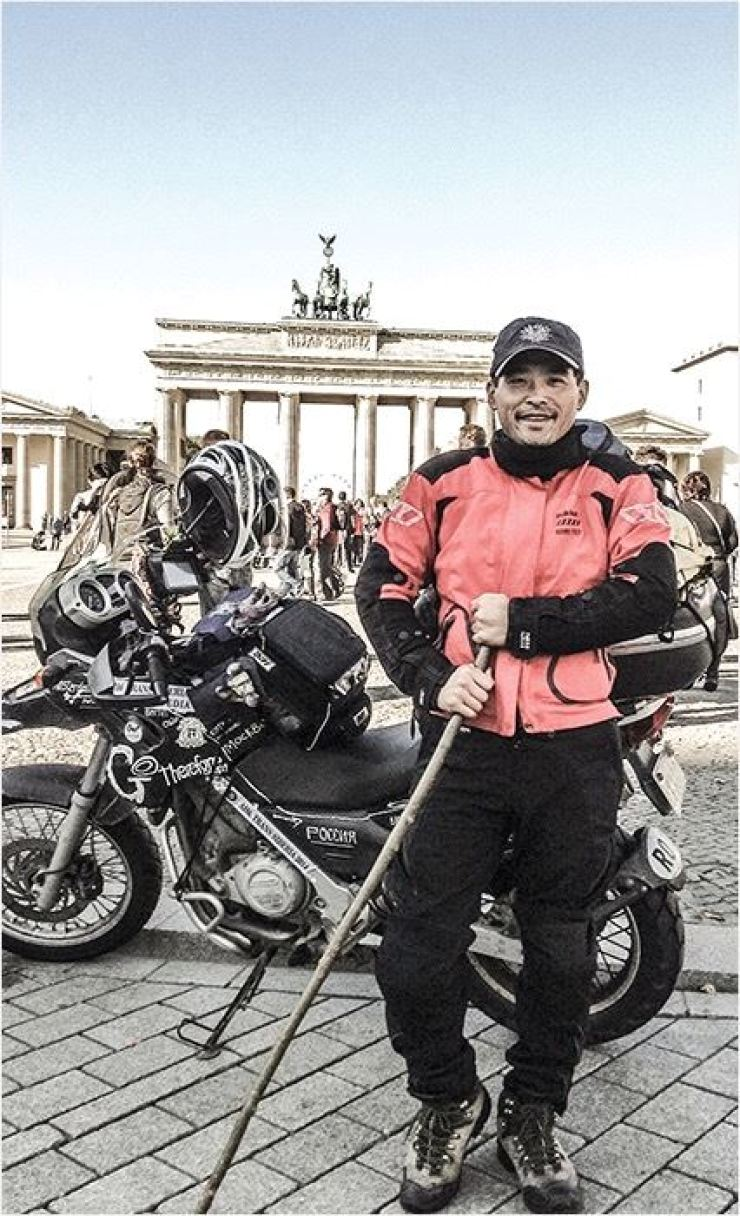 Kim Hyeongug poses in front of the Brandenburg Gate in Berlin, Germany, Oct.3, 2014. The city was Kim's final destination in his second Eurasia transcontinental journey. / Courtesy of Kim Hyeongug