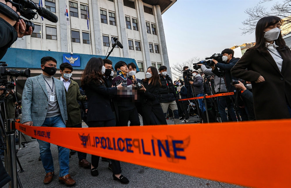 Cho Ju-bin, 24, the prime suspect in a sexual blackmail scandal using the app Telegram, is questioned by reporters early Wednesday as he was being transferred to the prosecution from a detention unit at Jongno Police Station in central Seoul. The alleged victims of the scheme included underage girls among 74 women who police said Cho had blackmailed into sending him their images in sexual acts. Cho's identify was made public after a record 5 million people petitioned on the presidential office website. 'I apologize to those who were hurt by me,' Cho told reporters, but didn't admit to the charges against him. Korea Times photo by Shim Hyun-chul