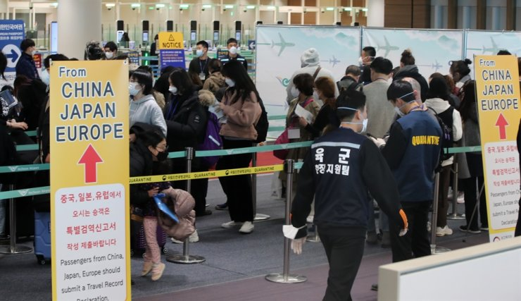 Travelers from France go through special screening at Incheon International Airport, Monday. / Yonhap